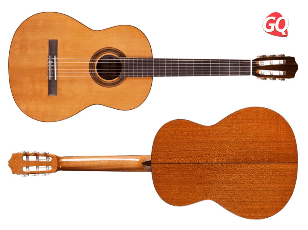 El primero de todos los tipos de guitarra son las guitarras clásicas o españolas, también se conoce como guitarra acústicas de cuerdas de nailon.